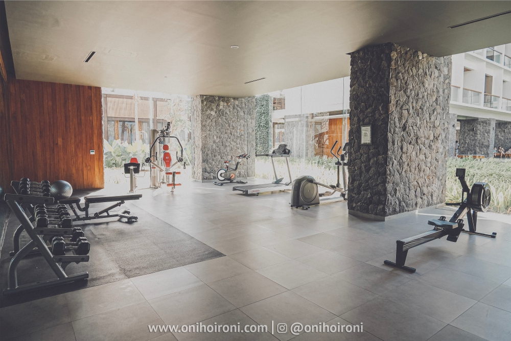 2 Fitness center Review Hotel Dialoog Banyuwangi oni hoironi