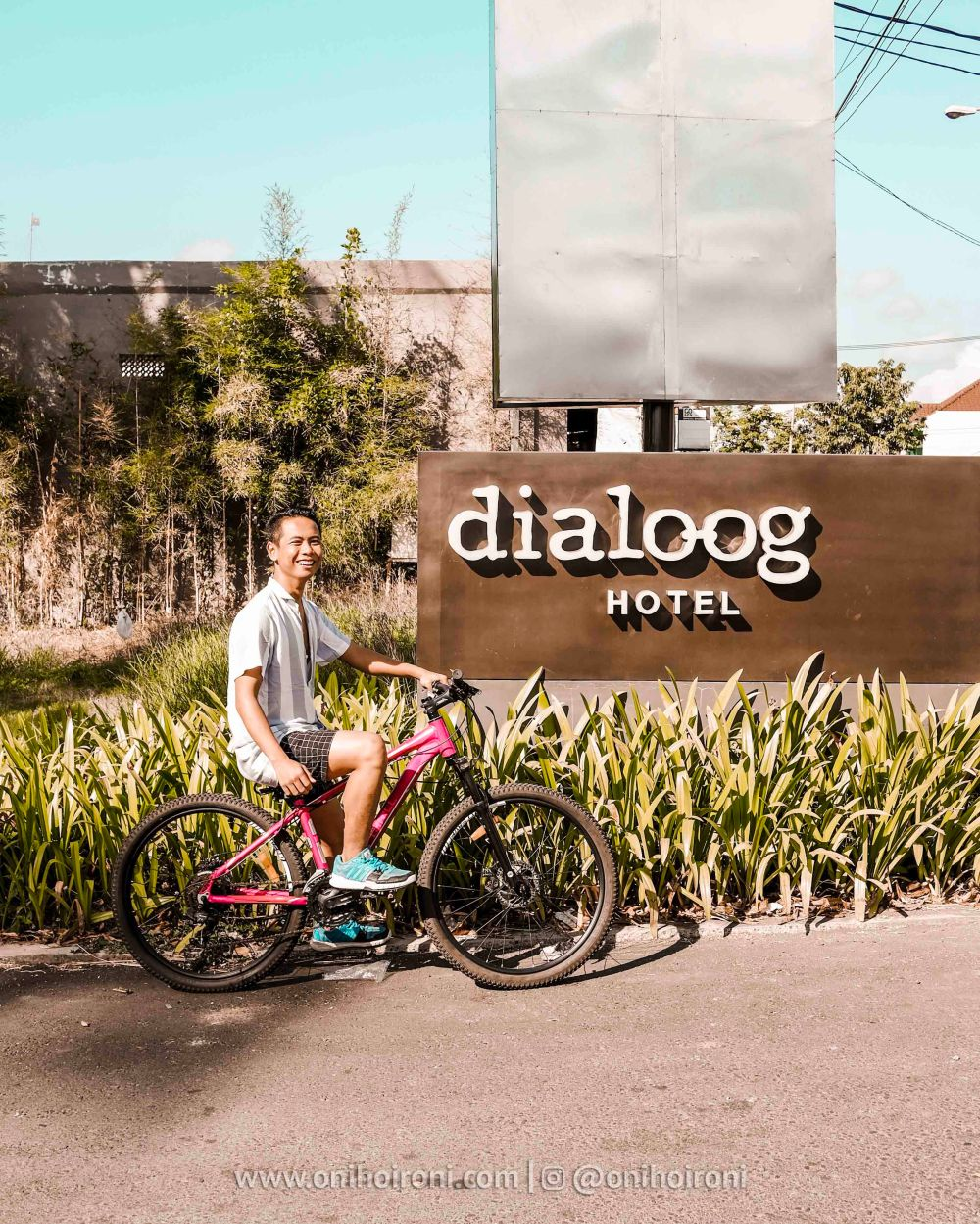 2 Lobby Review Hotel Dialoog Banyuwangi oni hoironi