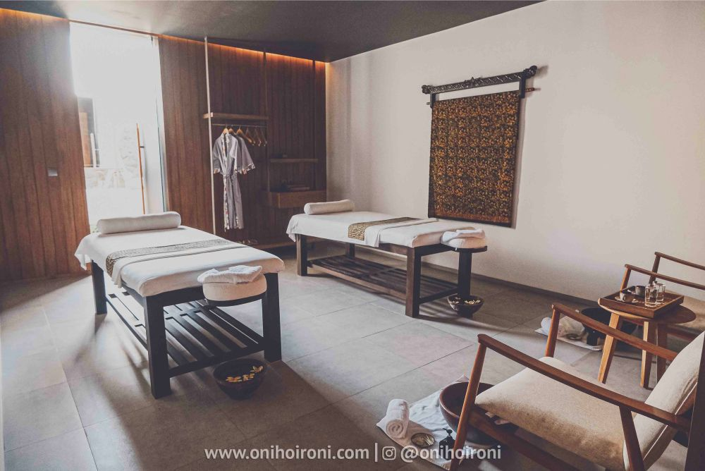 2 SPA MASSAGE Review Hotel Dialoog Banyuwangi oni hoironi