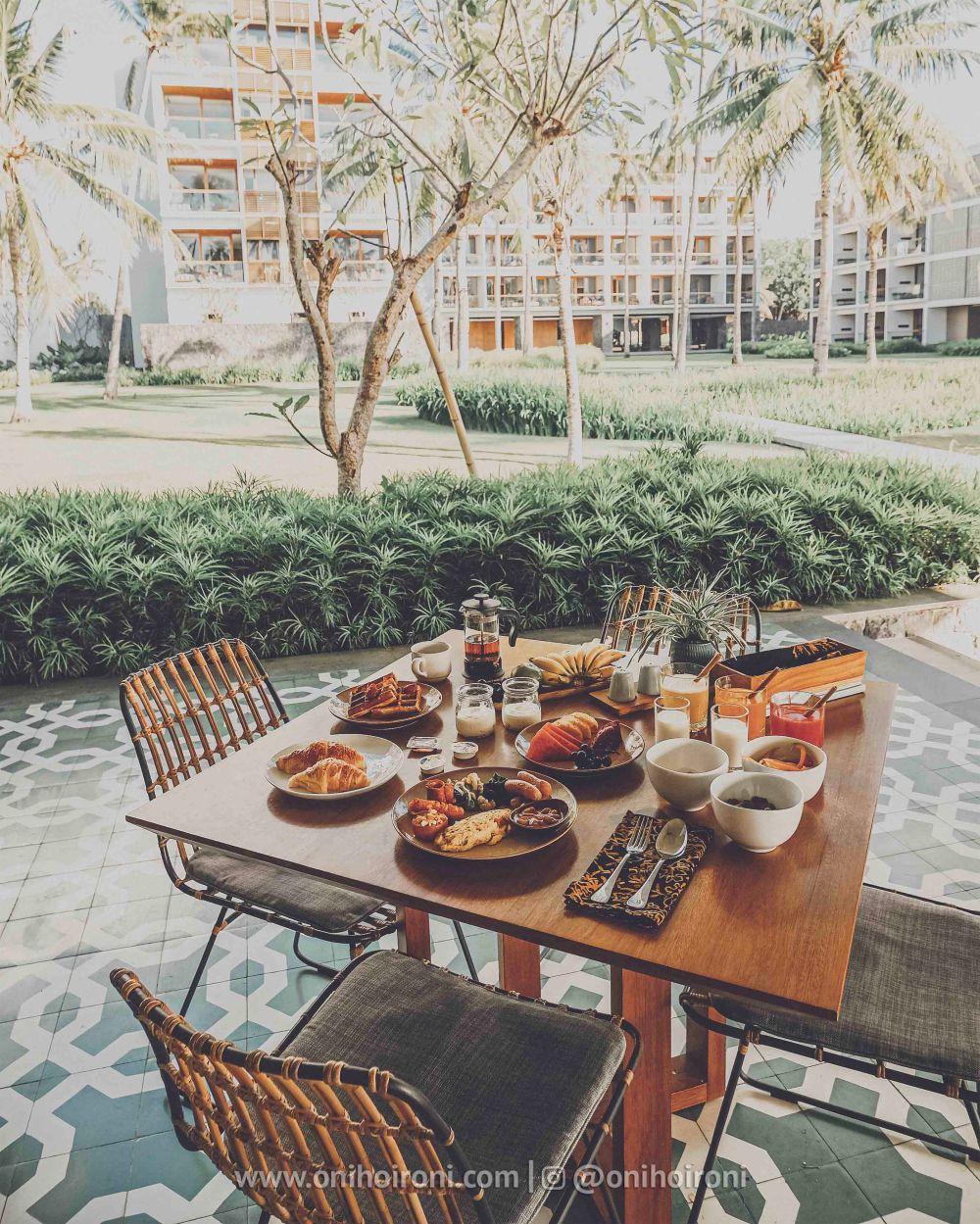 3 Breakfast Casabanyu restaurant & bar Review Hotel Dialoog Banyuwangi oni hoironi