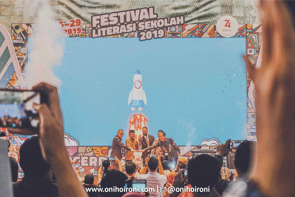 2 1 Festival Literasi Sekolah 2019 oni hoironi