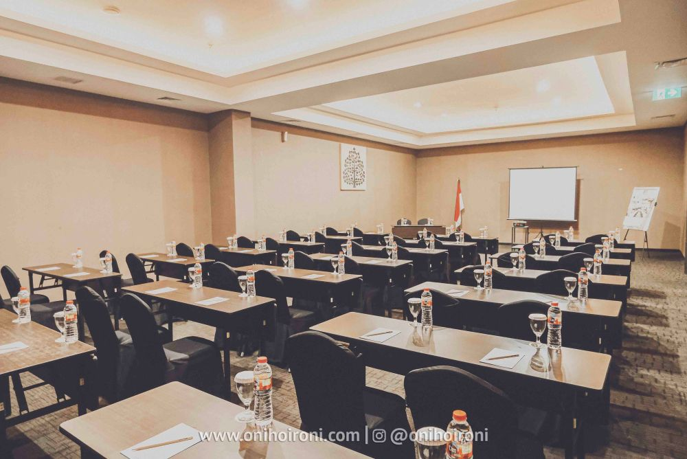 1 meeting room whiz prime hotel maliboro review oni hoironi