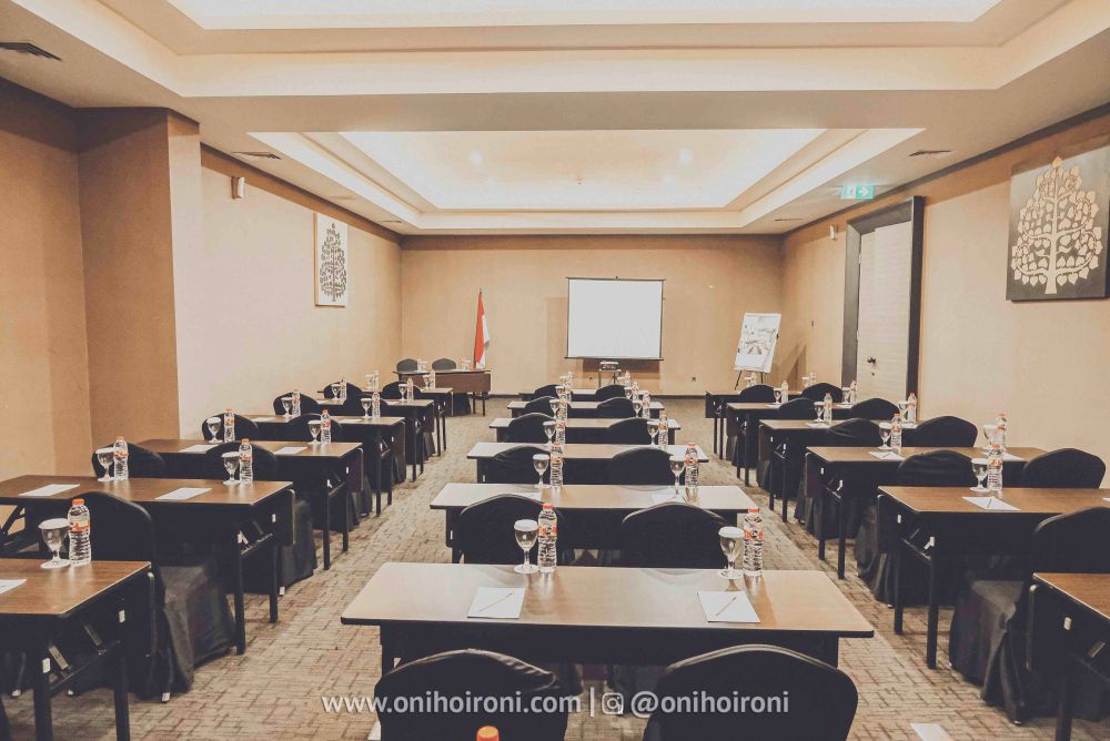 2 meeting room whiz prime hotel maliboro review oni hoironi