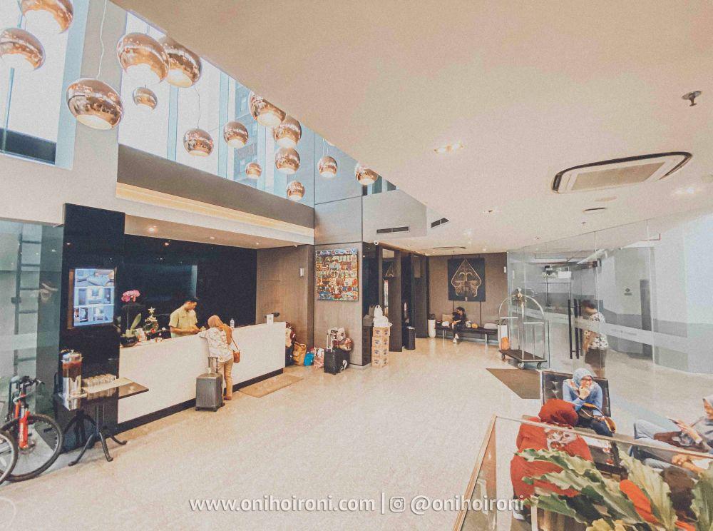 4 Lobby Review Whize Prime Malioboro Yogyakarta oni hoironi