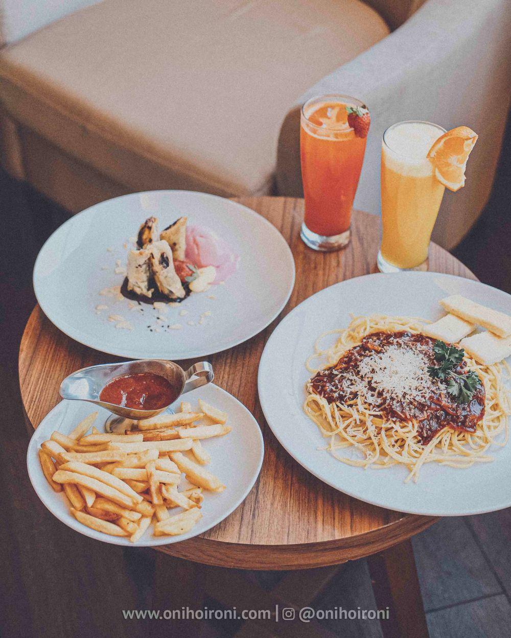 3 makanan presentasi Review Hotel Grand Whiz Poins Simatupang Jakarta oni hoironi