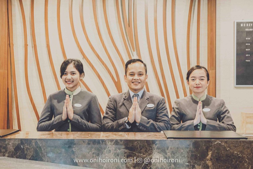 1 Lobby Review Hotel Grand Whiz Poins Simatupang Jakarta oni hoironi