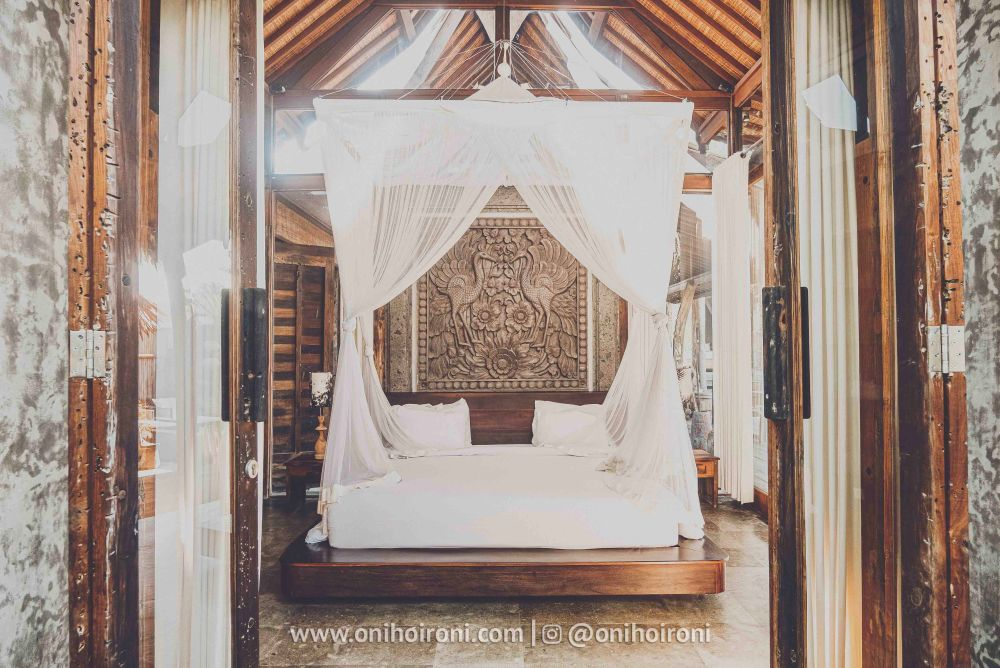 1 review room 2 Mother ship house bali oni hoironi