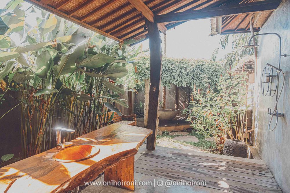 1 review room Mother ship house bali oni hoironi