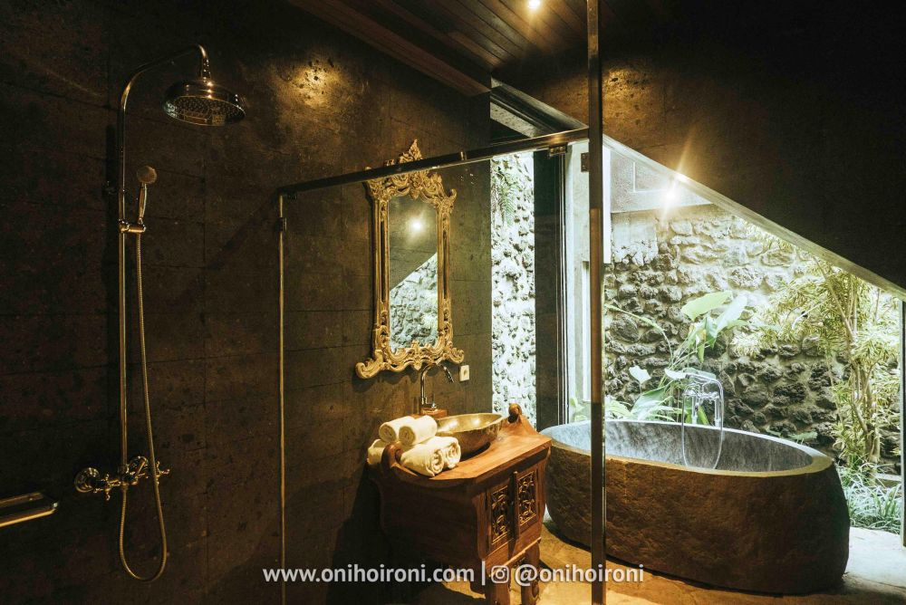 2 4th room review Dragon house bali penjiwaan community onihoironi
