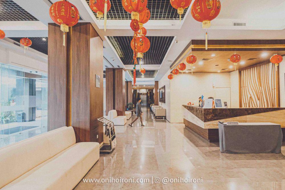 2 Lobby Review Hotel Grand Whiz Poins Simatupang Jakarta oni hoironi