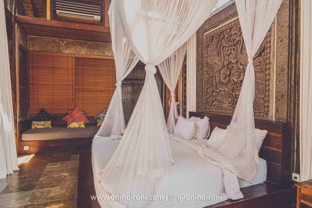 2 review room 2 Mother ship house bali oni hoironi