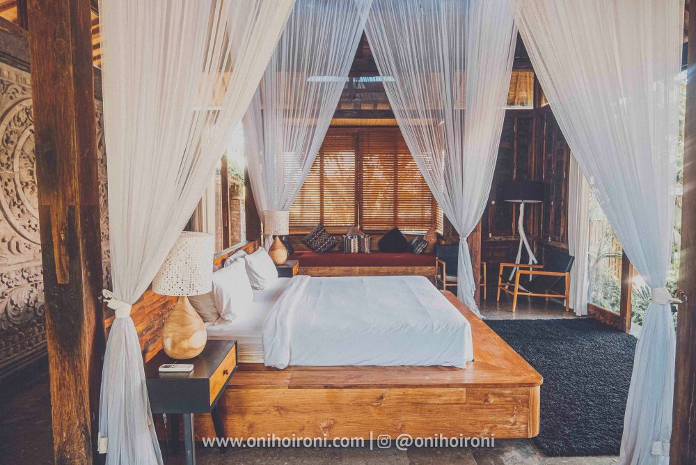 3 review room Mother ship house bali oni hoironi
