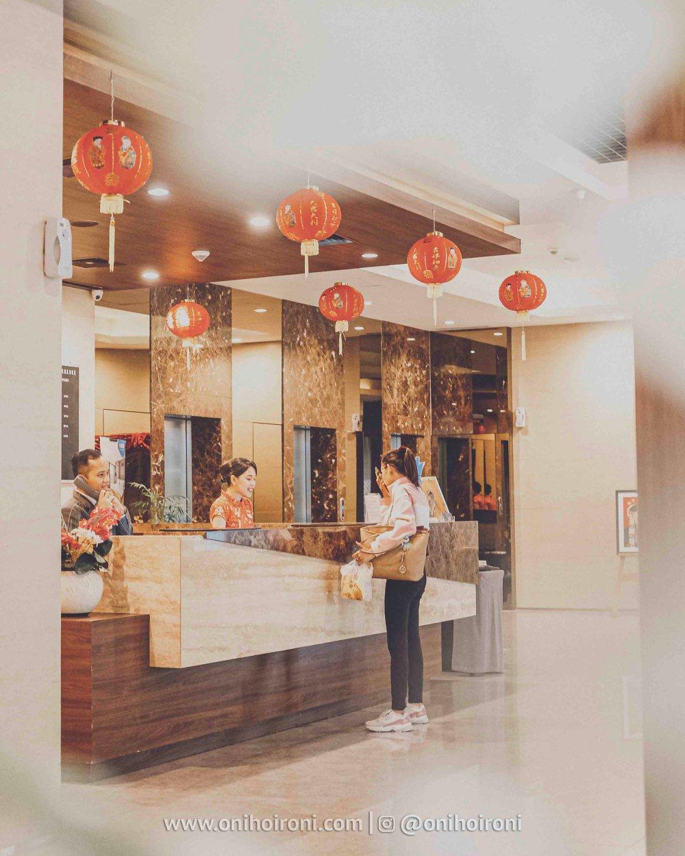 4 Lobby Review Hotel Grand Whiz Poins Simatupang Jakarta oni hoironi