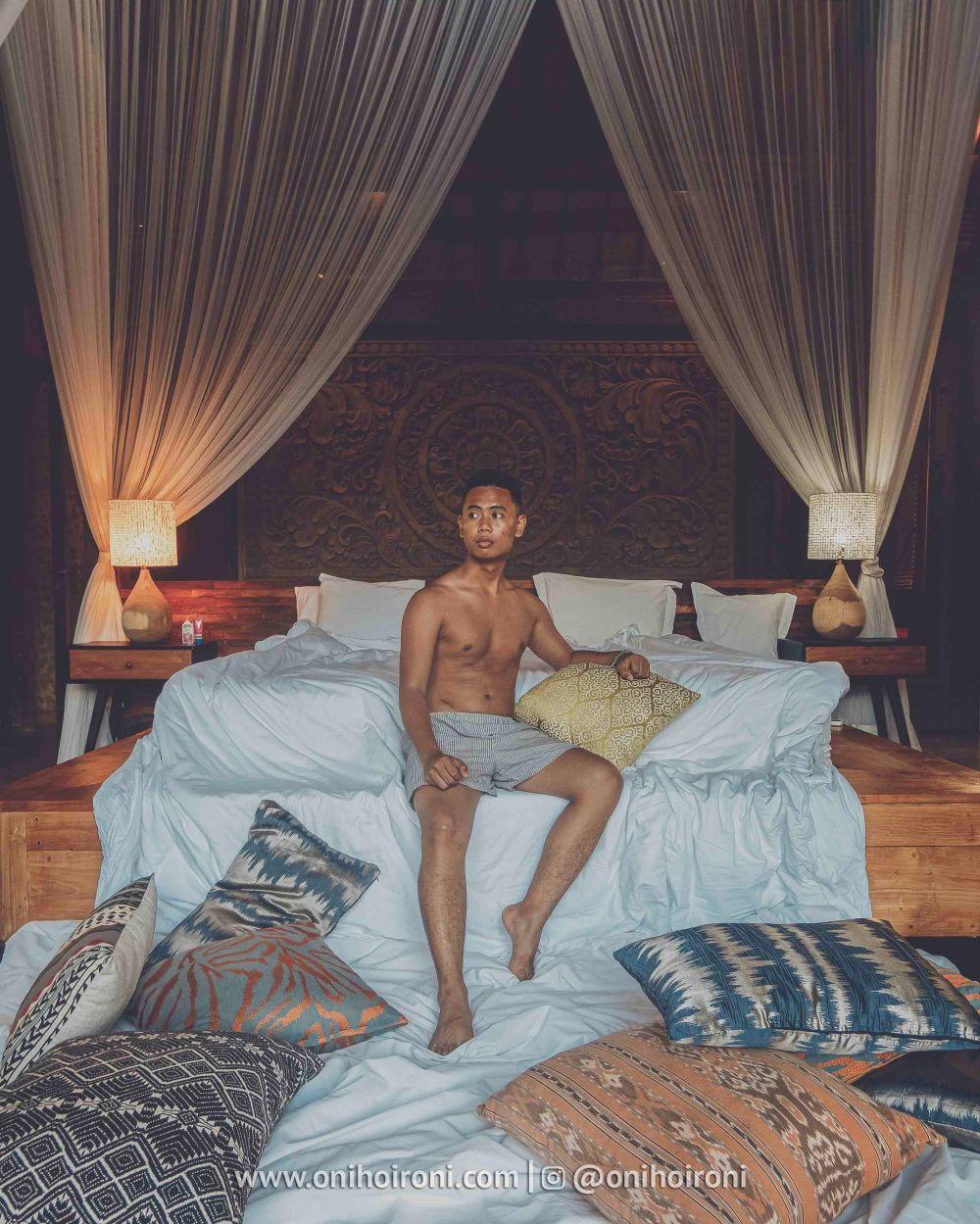 9 review explore ubud Mother ship house bali oni hoironi