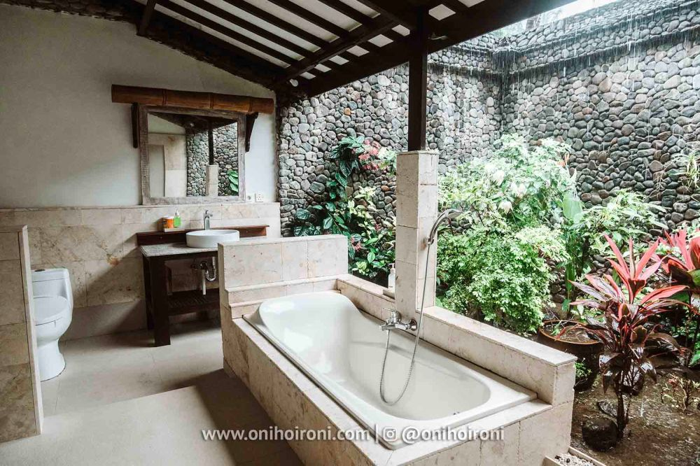 2 review room Rinjani Lodge oni hoironi