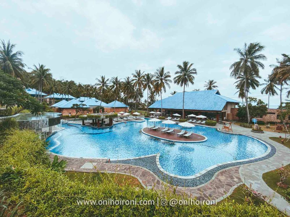 2 Swimming Pool review Wyndham Sundancer Resort Lombok onihoironi